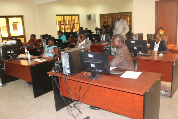 Refering to commercial courts and paying enrolment fees is now possible online