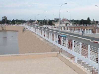 a-lome-le-projet-d-infrastructures-et-de-developpement-urbain-va-interconnecter-des-bassins-de-retention-d-eau