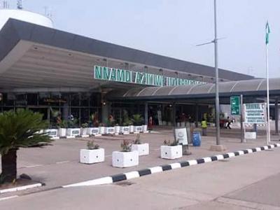 premier-atterrissage-d-asky-airlines-sur-le-nouveau-terminal-de-l-aeroport-international-d-abuja