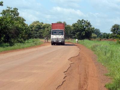 togo-le-gouvernement-veut-lancer-les-travaux-d-entretien-de-267-km-de-routes-nationales-revetues