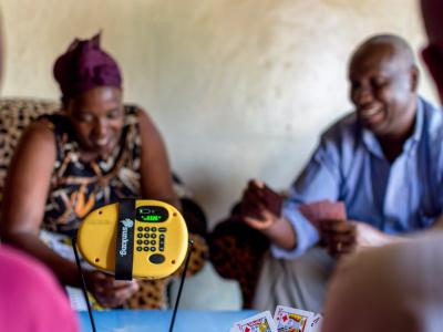 togo-le-pay-as-you-go-de-l-ong-jeunes-volontaires-pour-l-environnement-facilite-l-acces-au-solaire