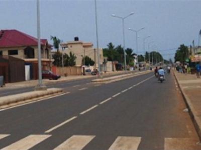 le-francais-sogea-satom-a-termine-la-rehabilitation-d-une-rue-longue-de-1-3-km-a-lome