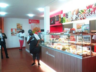 le-francais-total-leader-en-matiere-de-produits-petroliers-fait-son-entree-dans-le-fast-food-au-togo
