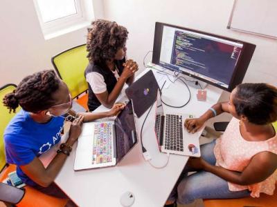 togo-le-centre-americain-emerging-voice-s-center-recrute-12-techpreneurs