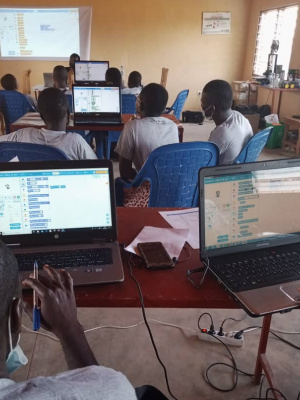 togo-un-bootcamp-pour-initier-des-lyceens-de-niamtougou-a-la-robotique-et-au-codage