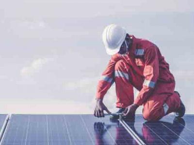 solaire-energy-generation-veut-offrir-des-formations-en-kits-photovoltaiques-notamment-en-cours-du-soir