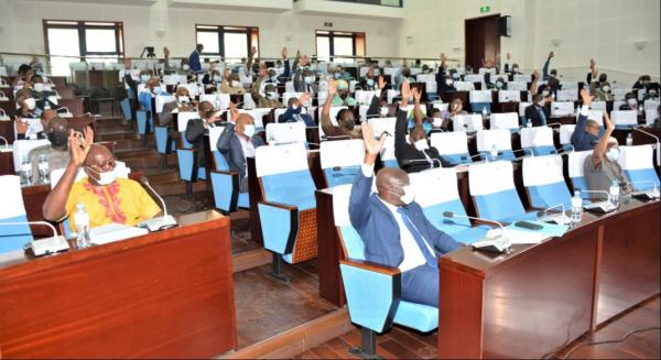 Le Parlement habilite le Médiateur de la République à recevoir la  déclaration des biens - Togo First