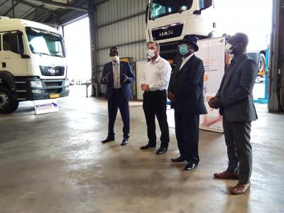van-vliet-livre-des-camions-pour-700-millions-fcfa