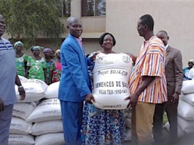 soybean-producers-and-seed-bearers-were-given-48-000-kg-of-basic-and-certified-seeds-for-2018-19-season
