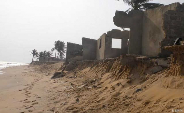 200 local community actors are being trained to better tackle coastal erosion in Togo