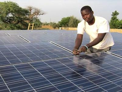 les-pays-africains-souhaitent-etre-les-acteurs-engages-de-la-revolution-solaire-en-afrique-et-dans-le-monde