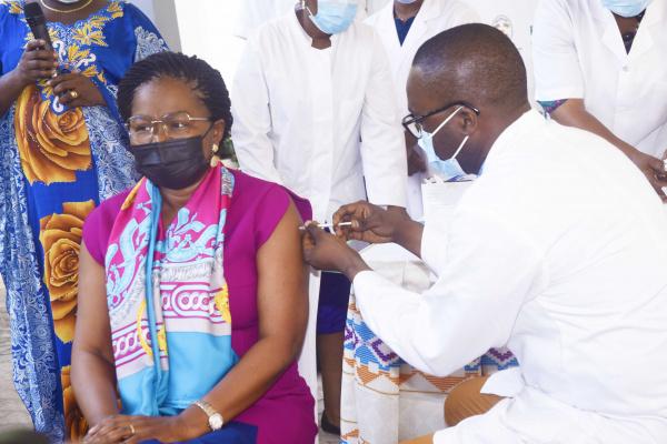 Victoire Tomégah-Dogbé, première personnalité togolaise vaccinée