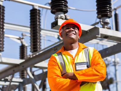 togo-l-expertise-des-jeunes-entrepreneurs-sollicitee-pour-des-travaux-d-electrification