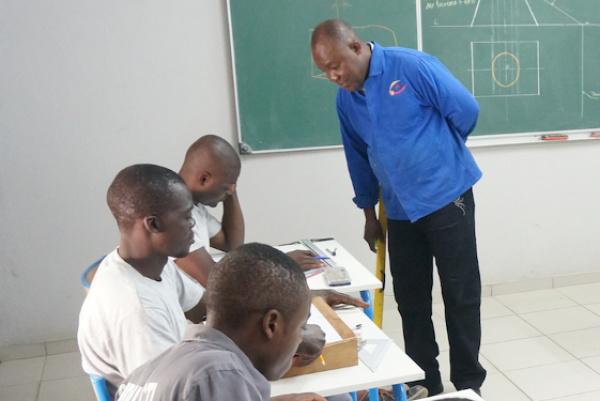 togo   l u2019anpe signe un accord pour faciliter l u2019insertion des jeunes dans les entreprises locales